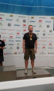 Torben Grimmel mit seiner Bronzemedaille, die er in der Disziplin KK Liegend bei der Deutschen Meisterschaft 2017 gewonnen hat.